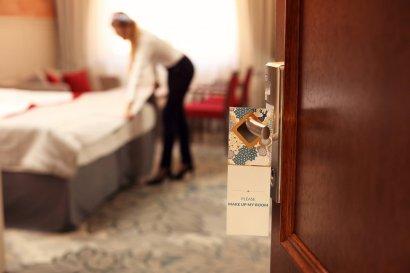 Qu es camarera piso significado concepto definici n - Que cobra una camarera de pisos ...